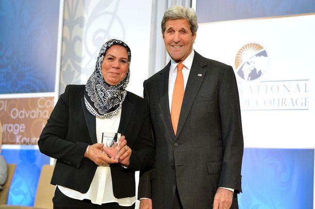 Ranskalaisäiti sai uusimman tunnustuksensa terrorismin vastaisesta työstään USA:n ulkoministeriltä John Kerryltä tiistaina Washingtonissa.