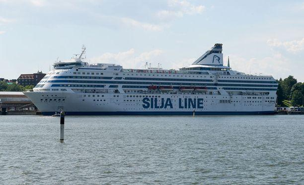 Tallink Siljan viestintäjohtajan mukaan asialle ei nyt ole tarvetta, vaan laivalla jatketaan tehosiivousta Terveyden- ja hyvinvoinnin laitoksen ohjeiden mukaisesti.