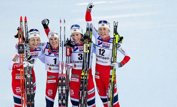Astrid Uhrenholdt Jacobsen (14), Heidi Weng (1), Marit Björgen (3) ja Ragnhild Haga (12) olivat Lahden kolmenkympin neljä parasta.