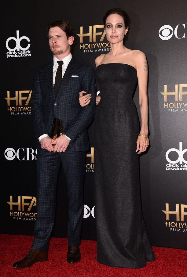 Angelina Jolie ja palkittu näyttelijä Jack O'Connell.