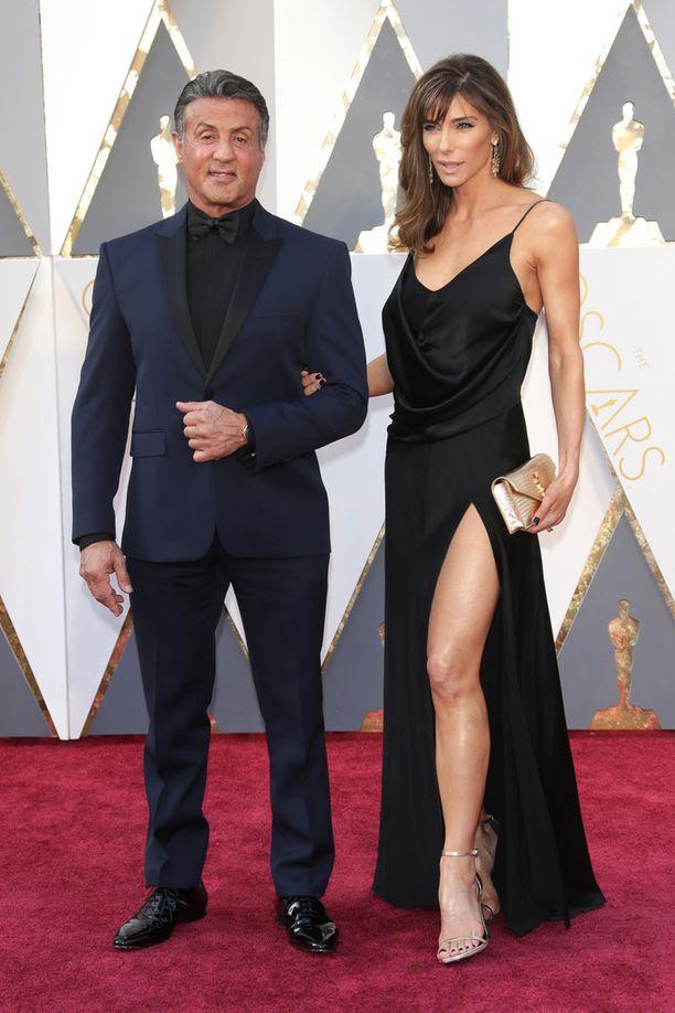 Parhaan miessivuosan Oscaria tavoitteleva näyttelijä Sylvester Stallone ja kaunis vaimo Jennifer Flavin ovat olleet lähes 20 vuotta naimisissa.
