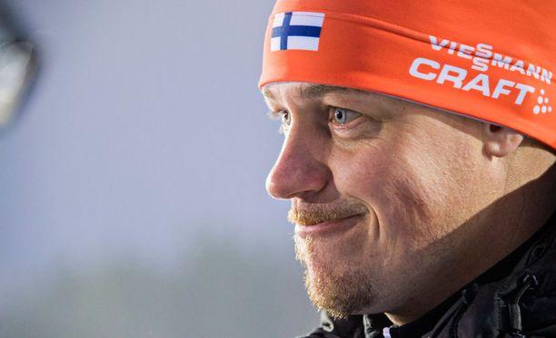 Marko Laaksosen mukaan Kaisa Mäkäräinen on keskittynyt MM-kisojen jälkeisessä harjoituksissa ammuntapuoleen.