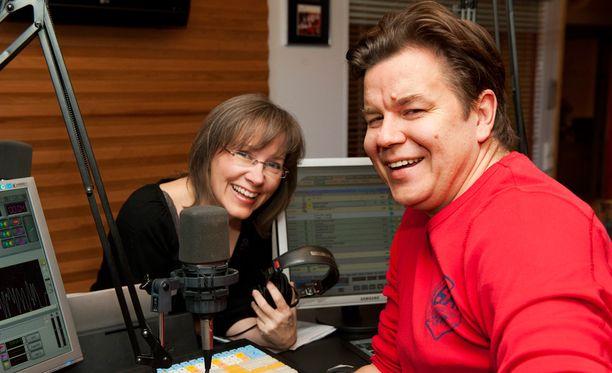 Anna-Mari Raaska ja Timo Virkkula juonsivat Iskelmän aamuohjelmaa vuosina 2008-2012.
