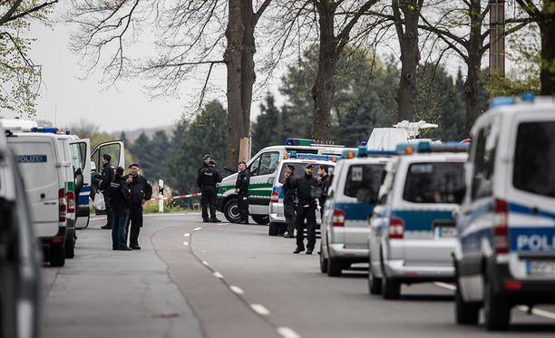 Pommi räjähti lähellä hotellia, jossa pelaajat majoittuivat. Poliisit vahtivat hotellia keskiviikkona.