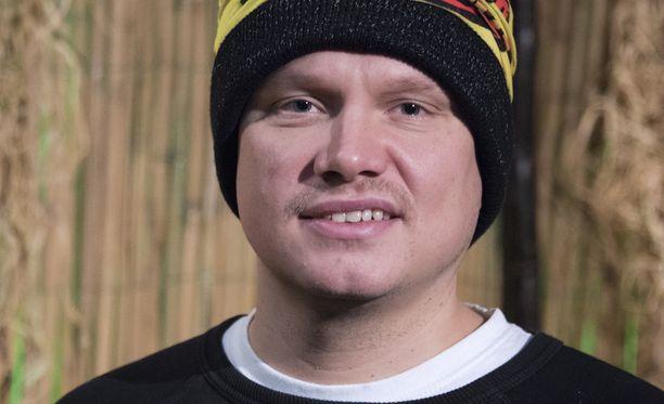 Ilari Sahamies pelaakin Selviytyjät Suomessa ihan omaa peliään.