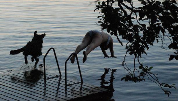Yhdessä uimaan.