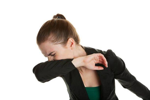 Aivastus on viisainta napata kiinni omaan hihaan.