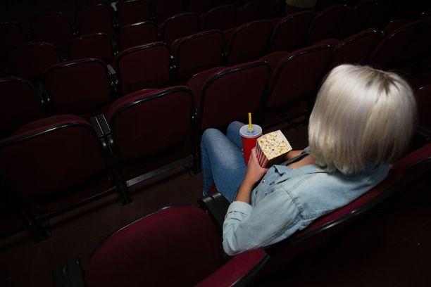 Opetus- ja kulttuuriministeriön mukaan pienten yrittäjien pyörittämät elokuvateatterit ovat hankalassa tilanteessa. Kuvituskuva.