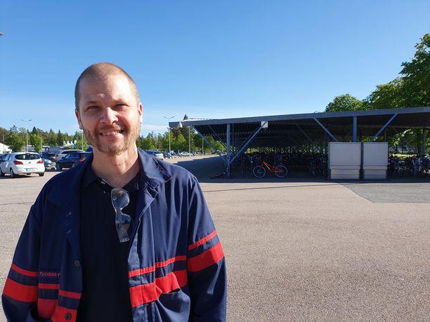 Autotehtaalla työskentelevä Tuomas Koponen, 39, on ollut sinkkuna vajaat puolitoista vuotta. Hän uskoo, että lopulta oikea nainen tulee kohdalle.