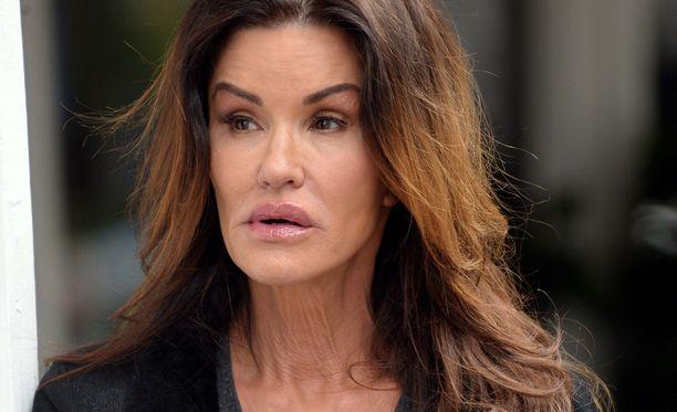 60-vuotias Janice Dickinson tunnetaan entisenä huippumallina ja näyttelijänä.
