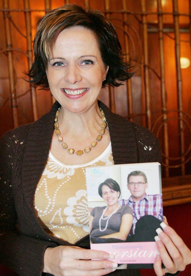 Susan Kuronen Pääministerin morsian-kirjan julkistamistilaisuudessa helmikuussa 2007.