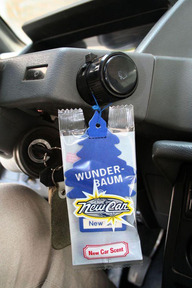 auton ilmastointi haisee