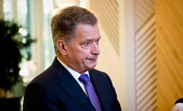 """Presidentti Sauli Niinistö yllätti ja vastasi Joona-pojan kirjeeseen. Myös presidentti kertoo pitävänsä sotia """"huolestuttavana""""."""