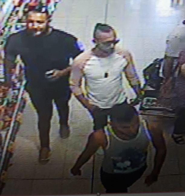 Poliisi haluaa tavoittaa nämä miehet järkyttävään happoiskuun liittyen.