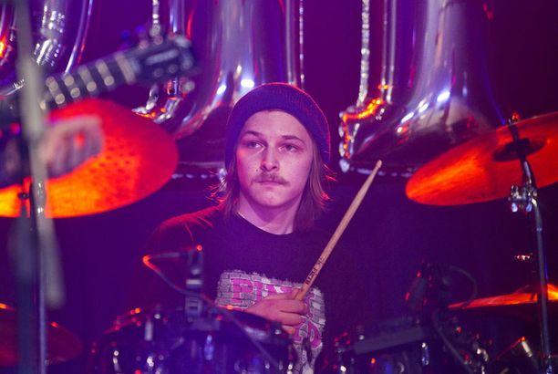 Idolsin keskeyttänyt Lassi Valtonen haluaa keskittyä bändiinsä.