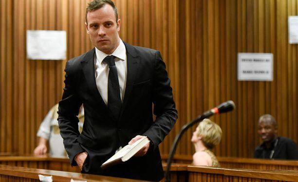 Oscar Pistorius pääsee vapaaksi takuita vastaan.