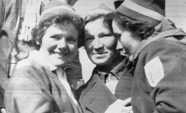 Sirkka Polkunen, Siiri Rantanen ja Mirja Hietamies voittivat viestikullan 1. helmikuuta 1956.