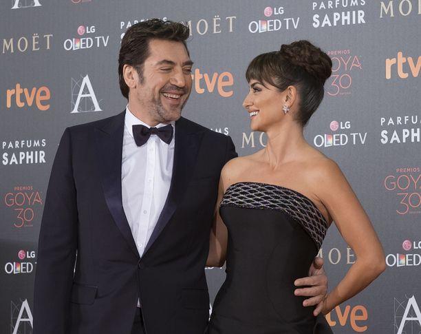 Penelope Cruzin elämänkumppani on näyttelijä Javier Bardem. Parilla on kaksi lasta.