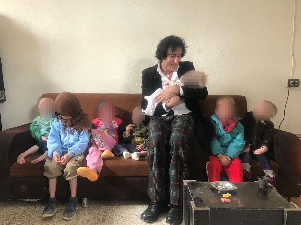 Lastenlasten tapaaminen oli isoisä Patricio Galvezille suuri helpotus, vaikka lapset olivatkin heikossa kunnossa.