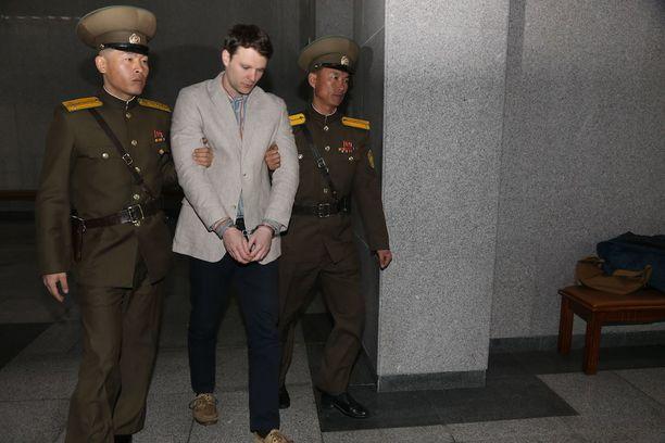 Otto Warmbierin oletetaan vaipuneen koomaan pian tuomionsa jälkeen- Warmbier tuomittiin maaliskuussa 2016.
