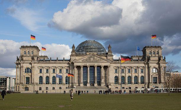 Saksan parlamenttitalo Reichstag on Saksan tunnetuimpia turistinähtävyyksiä.