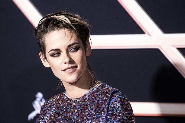 Kristen Stewart tunnetaan esimerkiksi elokuvista Edelleen Alice, Charlien enkelit ja Lumikki ja metsästäjä.