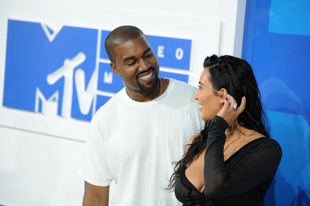 Kim Kardashian on ollut miehensä tukena myös vaikeina aikoina.
