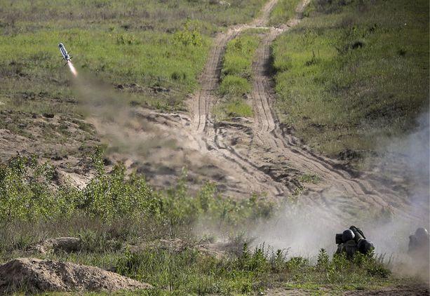 Nykyisin Ukrainan armeija on moderni ja taistelukykyinen muun muassa Yhdysvalloilta saamansa avun turvin. Kuvassa harjoitusammunta Javelin-panssarintorjuntaohjuksella.