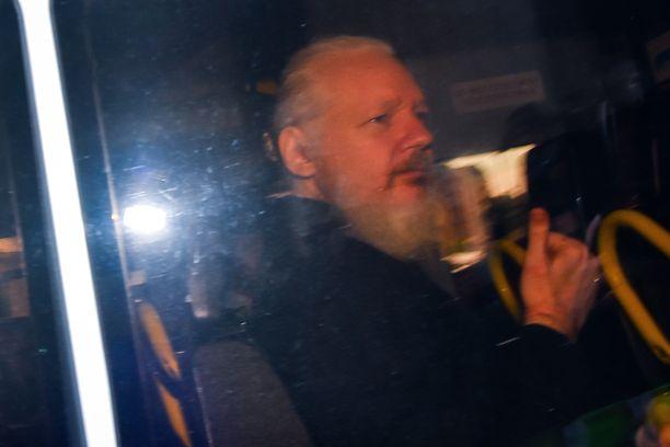 Julian Assange on nyt poliisin suojissa.