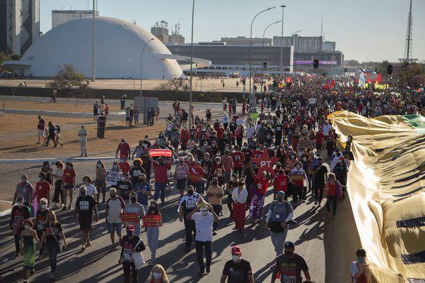 Mielenosoituksia on järjestetty Brasilian eri kaupungeissa useampana peräkkäisenä viikonloppuna.