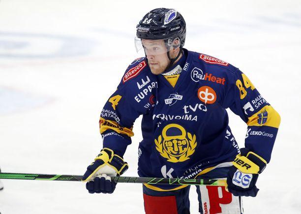 Sveitsistä Raumalle palannut Eero Elo ehti pelata tällä kaudella Lukossa 17 peliä tehoin 2+3.