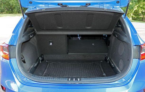 Kia Ceedin tavaratila on hatchbackissa luokkansa kärkipäätä - liki 400 litraa.