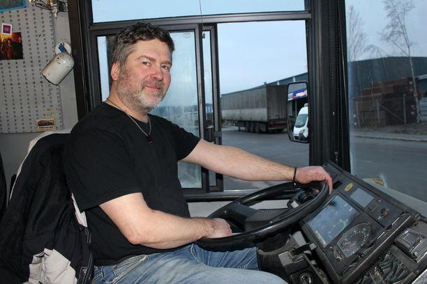 RuokaNyssen kuljettaja Markku Kultainen on ollut autossa myös asiakkaan roolissa.