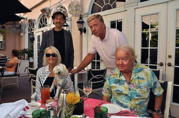 Markku Ritaluoma tapasi rahoittajikseen esittelemänsä Sally ja Robert Johnsonin sekä pariskunnan lakimiehen Michael J. Krantzin (vas.) viimeksi tiistailounaalla Palm Beachin Chesterfield -hotellissa.