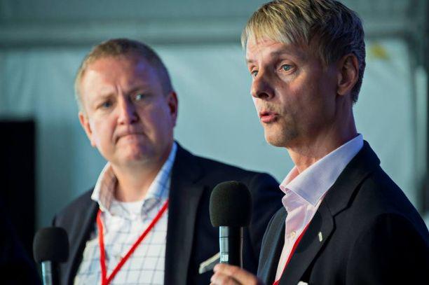 Keskon viestintäjohtaja Lauri Peltola (oik.) ja Lidl Suomen toimitusjohtaja Lauri Sipponen keskustelivat mainonnan tärkeydestä Suomi-areenassa Porissa.