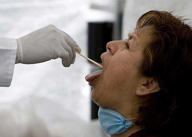 Meksikolaisnainen terveystarkastuksessa.