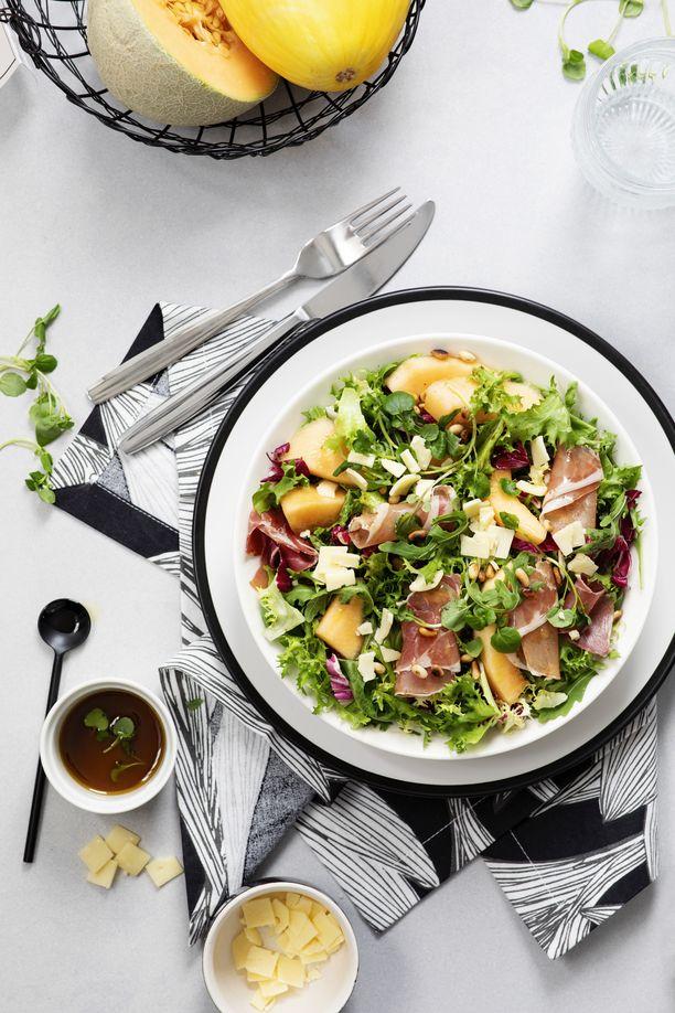 Mia on onnistunut sisällytettyä päiviinsä jo säännöllisen lounashetken. Hetki-salaattiaterioista ja Hetki-salaattisekoituksista on kätevää valmistaa nopea lounas.