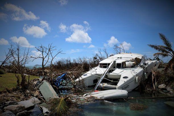 Monien veneet tuhoutuivat myrskyssä.