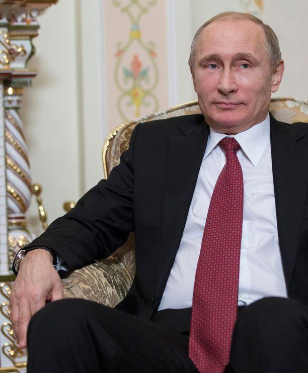 Putin on yhä kansansuosikki. Tuoreen tutkimuksen mukaan häntä äänestäisi nyt 71 prosenttia kansasta. Kakkoseksi sijoittunutta Vladimir Zhirinovskia äänestäisi 5 prosenttia kansasta.