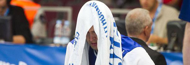 Hanno Möttölä murtui täysin, kun ei kyennyt kentälle Montenegro-pelissä.