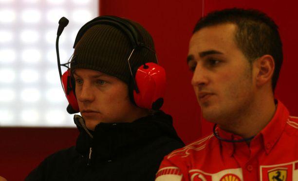 Kimi Räikkönen nähtiin Ferrarin pilttuussa ensimmäisen kerran joulukuussa 2006 ajetuissa Jerezin testeissä. Räikkösellä oli tuolloin vielä yllään siviilivaatteet, sillä sopimus McLarenin kanssa umpeutui vasta vuodenvaihteessa.