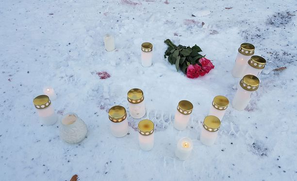 Imatran ampumisvälikohtauksen uhreja muistettiin kukin ja kynttilöin.