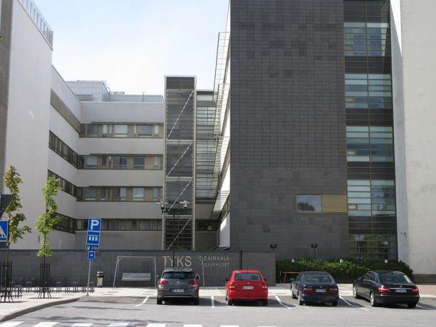 Välikohtaus sattui Turussa Tyksin T-sairaalan pysäköintialueella. Kuva on saman sairaalan pihalta, kuvan autot eivät liity tapaukseen.