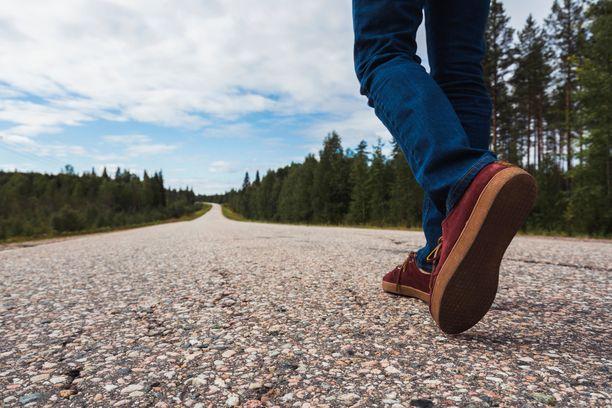 Luonnon keskellä liikkuminen lievittää stressiä.