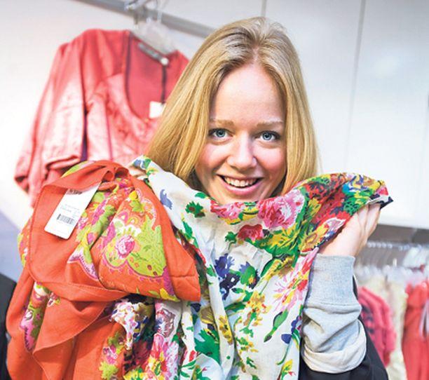 – Nyt on oikea aika ostaa tulevan kesän vaatteita. Monet suosikkimekoista on myyty jo loppuun, Ebba von Sydow muistuttaa.