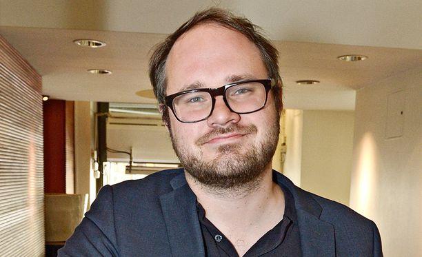 Tuomas Enbuske on tullut tunnetuksi toimittajana ja juontajana.