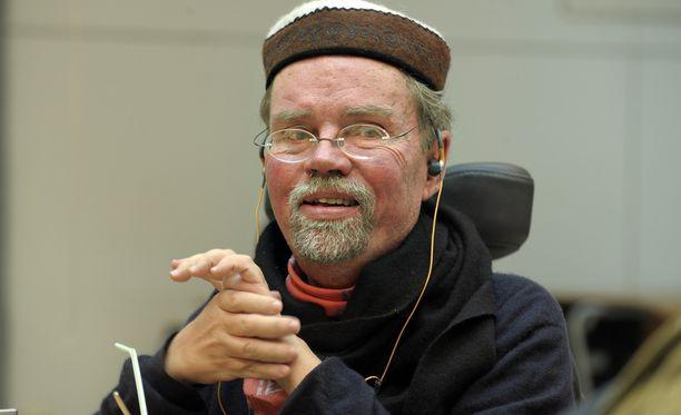 Vammaisten oikeuksien puolesta taistellut Kalle Könkkölä on kuollut.
