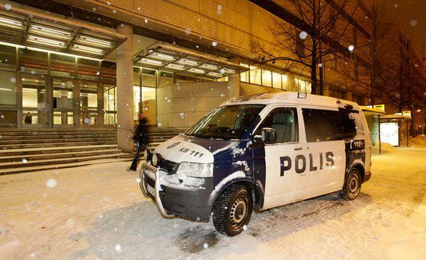 Jyväskylän kirjastossa tapahtui vakava välikohtaus, kun yksi epävirallisista järjestyksenvalvojista sai puukosta.