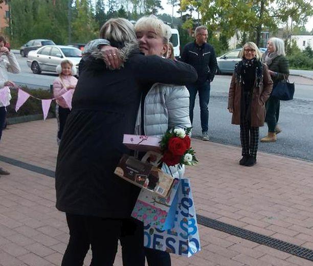 Espoon Saunalahden koulun rehtorin  potkut peruttiin ja hän palasi töihin tiistaiaamuna.