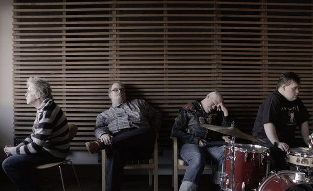 Tokasikajuttu kertoo punkbändi Pertti Kurikan Nimipäivistä, joka edusti Suomea Euroviisuissa vuonna 2015.